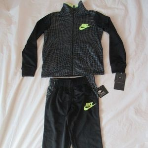 Nike Boys Tracksuit 2 Piece Black Green 86E632-023